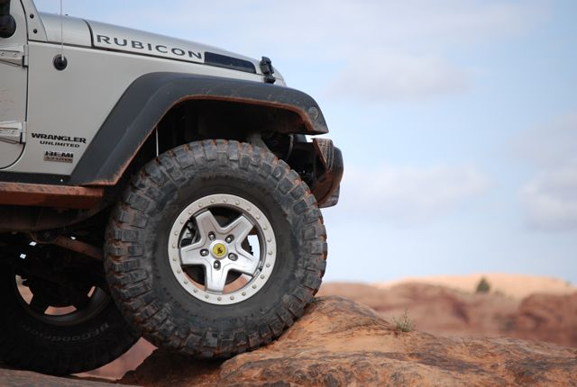 Jeep_nose_in_Moab