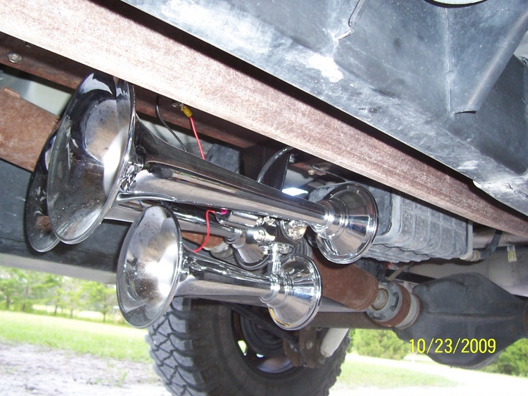on Jeep Grand Cherokee Horn Location