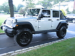 Jeep_and_Tires_001.jpg