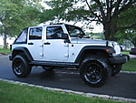 Jeep_and_Tires_002.jpg