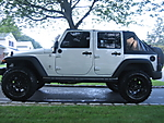 Jeep_and_Tires_004.jpg